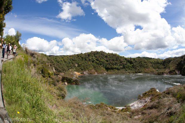 <strong>Разноцветные геотермальные озера Waiotapu. Фото-2.</strong>