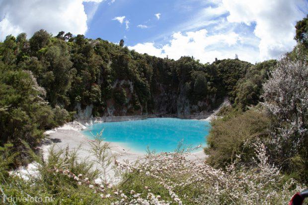 <strong>Разноцветные геотермальные озера Waiotapu. Фото-1.</strong>
