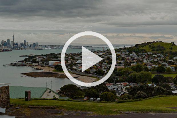 <strong>Вид на Окленд с полуострова North Head. Бывшая военная база (панорама с картой).</strong>