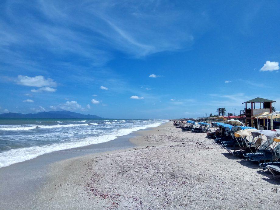 Пляж мечты. Вода +27, акул и медуз нет