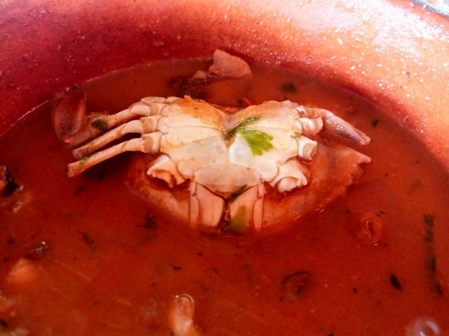Это суп из морпродуктов, вкусно, не то слово