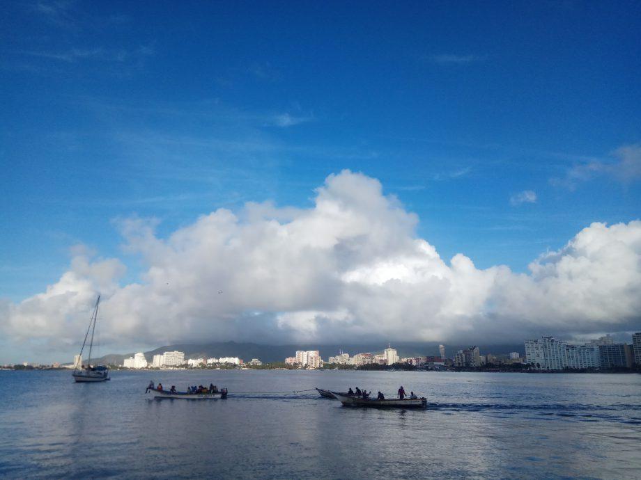 Рыбаки пошли на промысел, могут за рыбой, а могут и на грабеж других судов