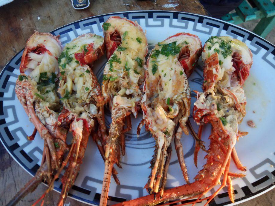 Лангустины по местному, а по нашему омары, величиной с ладонь. Здесь их примерно на 2$