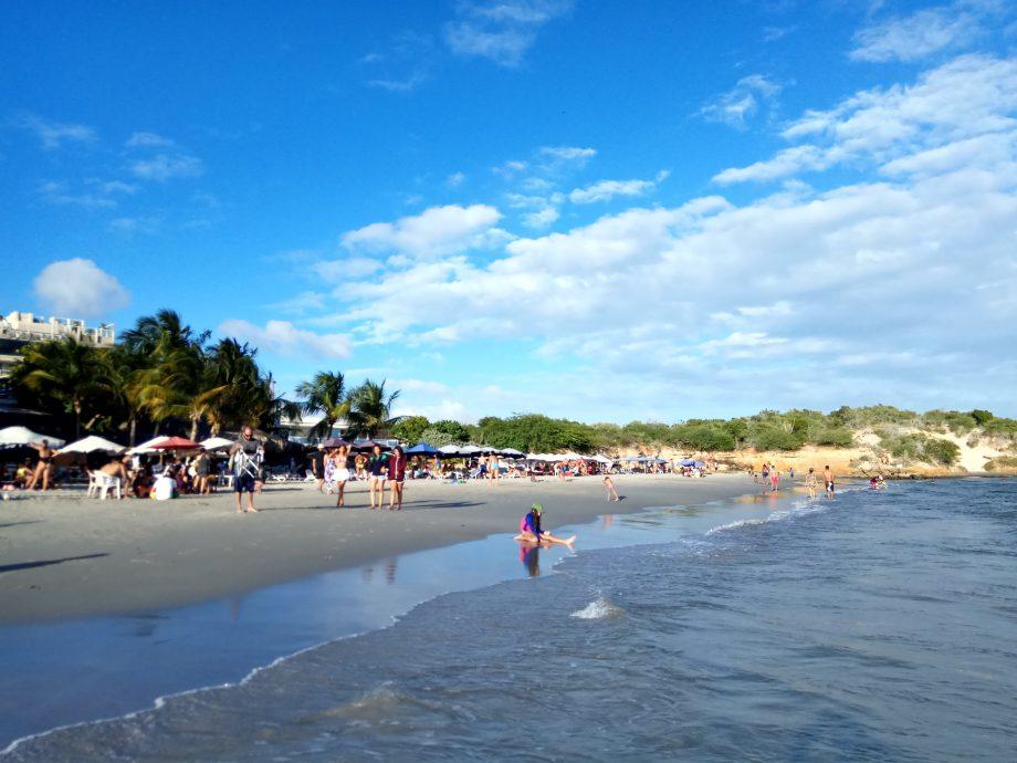 Популярный среди местных и бразильцев пляж острова Маргариты, недалеко от аэропорта
