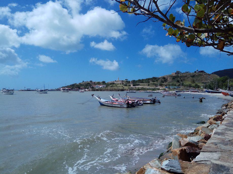Рыбацкие лодки в заливе острова Маргарита
