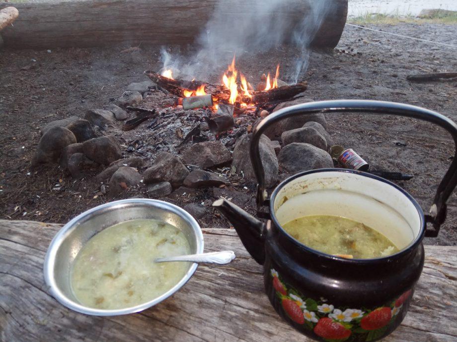Суп из дикого щавеля, яиц, картошки и тушенки