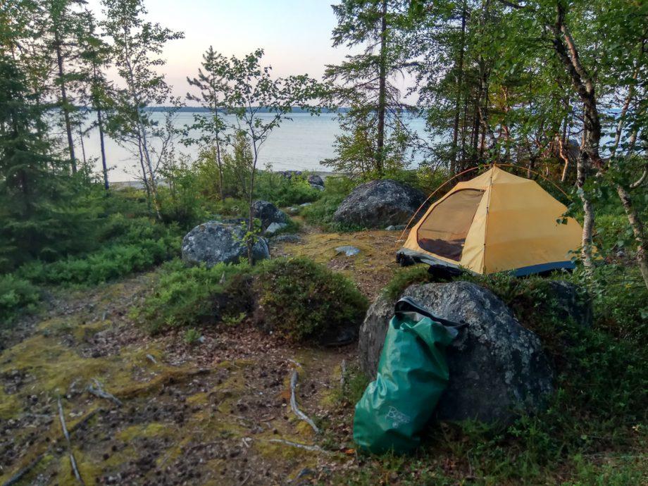 Найти ровное место под палатку не просто