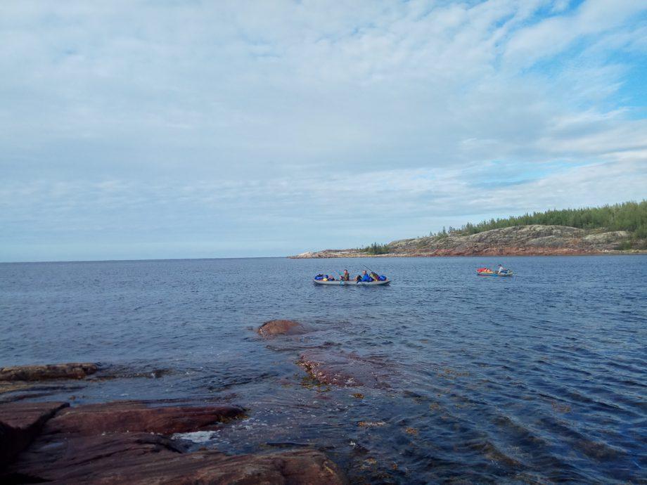 Смелые байдарочники встречаются и далеко в море